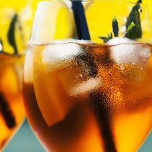 10 kokteilov sbublinkami, ktoré spestria vaše leto