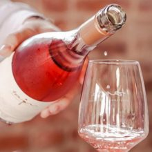 Skutočný dôvod, prečo je dôležité podávať víno správne vychladené